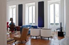 Dark blue wall - The Independente Hostel & Suites