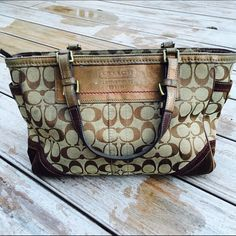 Brown Coach Handbag Used but still in great condition! 100% Authentic. Ships Immediately! Coach Bags