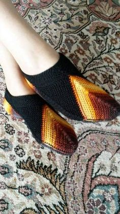 It is a website for handmade creations,with free patterns for croshet and knitting , in many techniques & designs. Diy Crafts Knitting, Diy Crafts Crochet, Crochet Baby Shoes, Knit Crochet, Baby Patterns, Crochet Patterns, Knitted Slippers, Beautiful Crochet, Knitting Socks