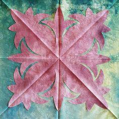 2017.5.29 . . . #musthanddyedfabric  #hawaiianquilt  #handdyedfabric  #quiltstagram  #applique  #머스트의하와이안퀼트클럽  #머스트손염색  #머스트의퀼트교실 #서울홍대까페퀼트