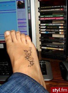Znalezione obrazy dla zapytania tatuaże na stopie