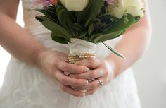 Wrapping your bouquet in a loved ones pearls is a great way to honor them and have them near you on your special day. #poconoweddingphotographer #destinationwedding #instabride  #ido #marryme #instalove #weddingphotography #weddinginspiration #lehighvalleyweddings