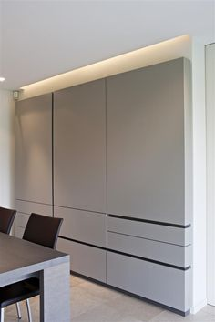 cabinet detail: small protrusion to accommodate one light strip Built In Furniture, Cabinet Furniture, Furniture Design, Cupboard Wardrobe, Wardrobe Cabinets, Küchen Design, House Design, Dressing Design, Wardrobe Design Bedroom