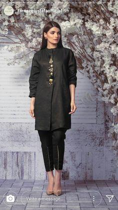 Pakistani kurthi Pakistani Fashion Party Wear, Pakistani Dresses Casual, Pakistani Dress Design, Kurti Designs Pakistani, Indian Designer Outfits, Indian Outfits, Designer Dresses, Mode Abaya, Mode Hijab
