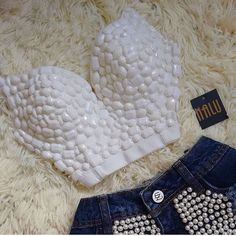"• TENDÊNCIA • Cropped bordado + Shorts jeans <span class=""emoji emoji1f499""></span> #tendência #look #lookinspiracao #moda #fashion ..."