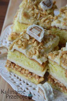 Ciasto Biały Lion – to 'biała' wersja ciasta Lion bez pieczenia, na które przepis znajdziecie tutaj: Ciasto Lion – przepis. Podane składniki wystarczą na blaszkę o wymiarach 24 x 24 cm. Co do orzeszków, do posypania ciasta, polecam przed posypaniem posmakować ich, czy nie są zbyt mocno przesolone – i ewentualnie przetrzeć je ściereczką, by […] Baking Recipes, Cake Recipes, Man Food, Food Cakes, Homemade Cakes, Cake Cookies, Sweet Recipes, Bakery, Food And Drink