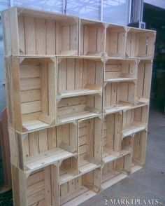 Shelf out of crates. Now see, this is flippin awesome. This is a must in this house.
