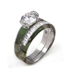 camo wedding ring - I want to get married so that I can have one!!! :-)