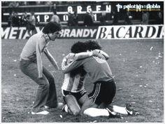 """""""El abrazo del alma"""", la icónica foto tomada por Ricardo Alfieri (padre) apenas terminada la final del Mundial 78 (Argentina 3 Holanda 1) lo tiene como actor secundario junto a Alberto Tarantini."""