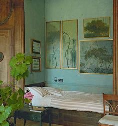 "focus-damnit: "" (via Remote century French chateau - Period Living) "" Interior Architecture, Interior And Exterior, Inspiration Wand, Morning Inspiration, Design Inspiration, Winter Bedroom, Period Living, French Chateau, My New Room"