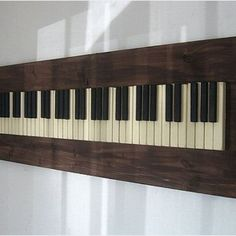 Many people find piano lessons quite expensive and because of this, a lot of would-be pianists pass the opportunity to become one of the best in the music industry. Playing the piano is a skill that can developed through time. Music Wall Art, Diy Wall Art, Wood Wall Art, Wall Decor, Piano Art, Piano Room, Vieux Pianos, Touches De Piano, Piano Crafts