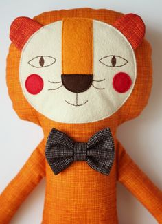 Stuffed lion with a bow tie. Stuffed animal and bunting by blita Lion Toys, Pet Toys, Baby Toys, Fabric Animals, Thread Art, Felt Cat, Soft Sculpture, Applique Designs, Baby Sewing