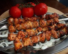 Pork or Chicken Barbecue with Garnish of Tomato and Onion Georgian style Georgian Cuisine, Georgian Food, Georgian Recipes, Georgian Bread, Barbecue Chicken, Tandoori Chicken, Chicken Kebab, Georgie, Thing 1