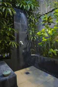 Tropical Outdoor Shower Designs For Home Backyard Decorations Outdoor Baths, Outdoor Bathrooms, Outdoor Bedroom, Outside Showers, Outdoor Showers, Outdoor Spaces, Outdoor Living, Rainforest Shower, Deco Cool