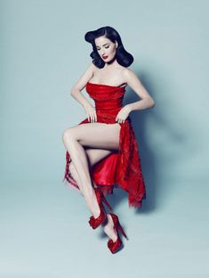 Dita Von Teese Quotes - a clever business woman, quirky individual & Pin Up Glamour is the creation of art and the creation of beauty! Rockabilly Moda, Moda Pinup, Rockabilly Style, Rockabilly Fashion, Poses Pin Up, Glamour, Burlesque Vintage, Estilo Pin Up, Retro Pin Up
