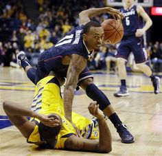3fabdd263f82 UConn stumbles over Marquette in overtime. Marquette won 82-76  UConn 10-