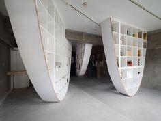 Такаёши Китагава переделал полки IKEA в параболический стеллаж | MARKETOPIC.RU