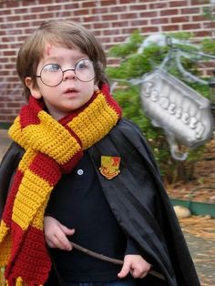 Whenever I have a kid. he will be Harry Potter for Halloween. He will LOVE Harry Potter. Fantasia Do Harry Potter, Cute Harry Potter, Costume Halloween, Halloween 2013, Toddler Halloween, Easy Halloween, Backstage Mode, Halloween Meninas, Cosplay Harry Potter