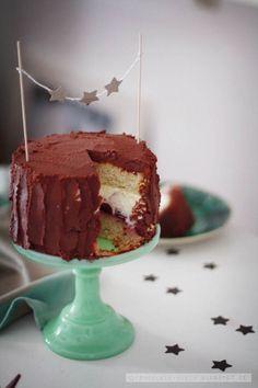 Fräulein Klein : Lebkuchentorte mit Gewürzkirschen und weißer Schokolade