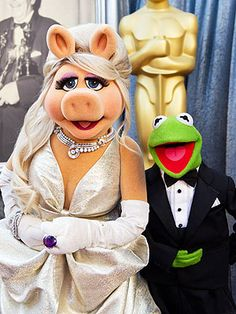#IUseToWantARelationshipWith Kermit the Frog, but he was taken. #DamnYouMissPiggy #YoureGoingDown. Image from peoplepets.com