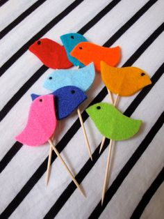 8 Little Bird Cupcake Toppers // Rainbow Coloured // Party Cake Decoration // Ready to ship. via Etsy. Baby Girl 1st Birthday, 1st Birthday Parties, Orange Party, Happy 1st Birthdays, Diy Presents, Party Cakes, Felt Crafts, Cupcake Toppers, Rainbow Colors