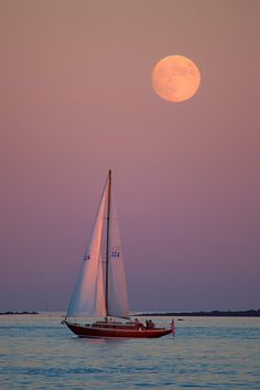 Sunset Sailboat - A full moon rises behind a sailboat the evening of November 2013 as seen from New Castle, New Hampshire. Beautiful Moon, Beautiful World, Beautiful Places, Beautiful Pictures, Image Zen, Beach Aesthetic, Sail Away, Nature Pictures, Painting Inspiration