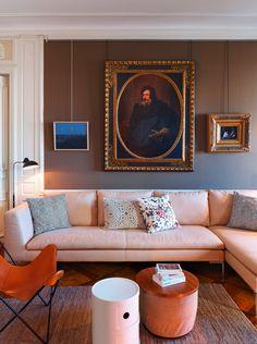 Ein Genfer Stadtpalais und die Leidenschaft für Kunst ergeben eine Wohnung, in der Barock und zeitgenössische Malerei lustvoll zueinanderfinden. Besuch bei der Galeristin Laura Gowen.