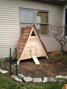 Do you want to build a duck house or coop for your new ducks? Here are 37 of the best free DIY duck house plans we collected from all over the net. A Frame Chicken Coop, Backyard Chicken Coops, Chicken Coop Plans, Building A Chicken Coop, Diy Chicken Coop, Urban Chicken Coop, Amish Chicken, Chicken Coup, Backyard Ducks