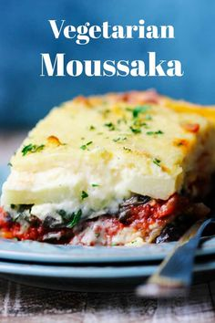 Vegetarian Moussaka (Classic Greek Casserole) – Eating European Vegetarian Moussaka – classic Greek casserole dish that tastes out of this world delicious. Paleo Recipes, Gourmet Recipes, Dinner Recipes, Cooking Recipes, Hamburger Recipes, Mousaka Recipe, Vegetarian Entrees, Moussaka Recipe Vegetarian, Vegetarian Greek Recipes