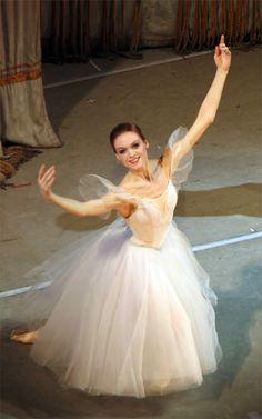 Ulyana Lopatkina, a Russian ballerina Ballet Poses, Ballet Art, Ballet Dancers, Ballet Costumes, Dance Costumes, Save The Last Dance, Ballet Images, Dance 4, Russian Ballet