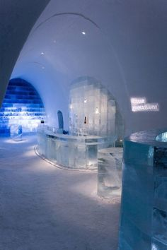 The world's large ice hotel in Sweden uilt out of snow and ice is an inhabitable work of art that takes on a new form each year Lappland, Oh The Places You'll Go, Places To Travel, Places To Visit, Quebec, Stockholm, Ice Hotel Sweden, Plafond Design, Ice Bars