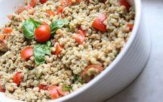 Insalata di farro - L'insalata di farro è una ricetta che rappresenta alla perfezione l'estate: fresca e gustosa come si richiede per questa stagione. Perché non provarla?