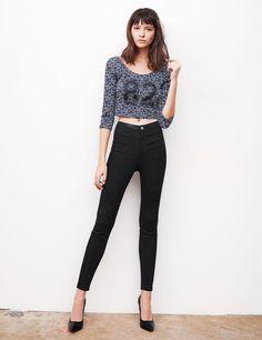 Pantalon taille haute noir - http://www.jennyfer.com/fr-fr/collection/pantalons-et-shorts/pantalon-taille-haute-noir-10007241060.html