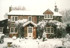 Perfect English country winter cottage, take me away.