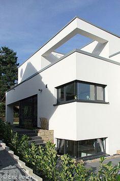 sch ne terrasse und gro er garage im wei en luxus haus wei als die beste fassadenfarbe f r. Black Bedroom Furniture Sets. Home Design Ideas