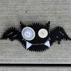 Use the free template to stitch up a bat broach for Halloween!