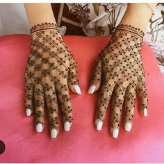 Check out the 60 simple and easy mehndi designs which will work for all occasions. These latest mehandi designs include the simple mehandi design as well as jewellery mehndi design. Getting an easy mehendi design works nicely for beginners. Mehndi Designs For Girls, Mehndi Designs 2018, Mehndi Designs For Beginners, Dulhan Mehndi Designs, Mehndi Designs For Fingers, Wedding Mehndi Designs, Unique Mehndi Designs, Mehndi Design Pictures, Simple Mehndi Designs