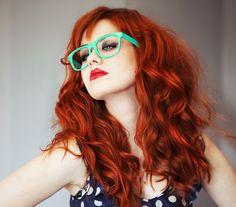 Fashion portrait of red haired girl. #wayfarer #esmeralda #gafas #glasses