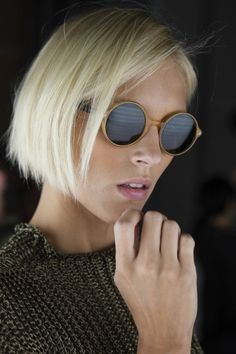 The chicest blonde bob. Favorite #hairstyles. #blondebob http://anoteonstyle.com/white-blonde/
