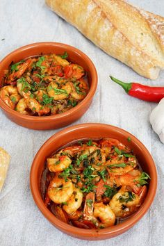 Gambas pil pil Recipe - Recipe for spanish prawns with garlic and chili Tapas Dishes, Fish Dishes, Pil Pil Recipe, Gambas Pil Pil, Wine Recipes, Great Recipes, Pub Food, Spring Recipes, Food Inspiration