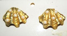 Bluette Vtg NOC Pair Gold CLAM Shell w/Pearls Shoe/Fur/Lapel/Collar Clips FRANCE