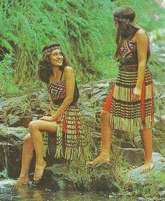 postcard Maori Guides Rotorua New Zealand Rotorua New Zealand, Maori People, Beginner Books, Hula, Traditional Dresses, 1920s, Military, Stamp, Culture