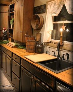 Most current Cost-Free Primitive Kitchen ideas Thoughts Your home is referred to as ones heart of the home, and a land kitchens is known for its temperature, appeal. Colonial Kitchen, Farmhouse Style Kitchen, Rustic Kitchen, Country Kitchen, Country Farmhouse, French Country, Farmhouse Decor, Cozy Kitchen, New Kitchen