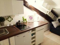 A Parigi o a New York esistono già da anni. Ma in Italia i mini appartamenti (e spesso sono mini davvero) non sono diffusissimi. A Milano in viale Tibaldi c'è una casa di 7 metri quadrati. E' stata realizzata dallo studio Milano Abita, che è riuscito a inserire in uno spazio cos