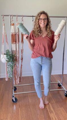 Macrame Plant Hanger Patterns, Macrame Wall Hanging Patterns, Macrame Art, Macrame Design, Macrame Projects, Macrame Knots, Macrame Patterns, Macrame Plant Hanger Diy, Rope Crafts