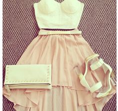 Really cute crop top & skirt outfit!