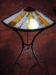Mesa esquinera en hierro forjado, decorada con mosaico de vidrio y encapsulada en resina Rubén Riera Otras piezas en: https://www.facebook.com/pages/Artezuela-Rub%C3%A9n-Riera/122584851148843