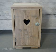 Diy Furniture Decor, Pallet Furniture, Rustic Furniture, Painted Furniture, Diy Home Decor, Diy Pallet Projects, Wood Projects, Diy Door, Wooden Crafts