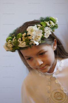 6d2504dcc3 Sezon Komunijny w pełni ) Mamy dzisiaj kilka propozycji na ozdobę  florystyczna dla małej damy na Komunię Świętą. Coraz częściej spotkać si.