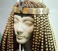 Ancient Egyptian Fabrics and Clothing - a headdress idea Egyptian Queen, Egyptian Art, Egyptian Makeup, Egyptian Jewelry, Ancient Jewelry, Ancient Artifacts, Ancient Egypt, Ancient Aliens, Ancient History
